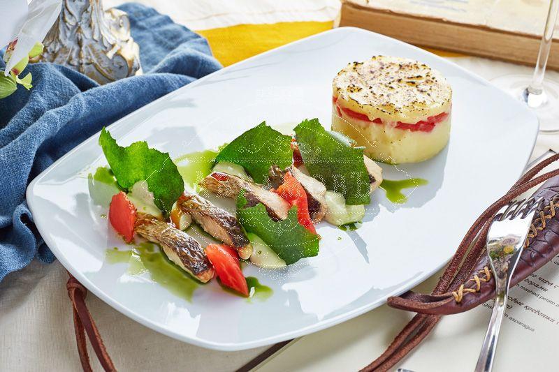 Taimyr whitefish filet with mashed potato and baked tomato