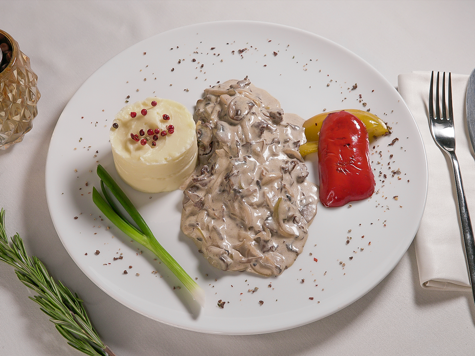 Stroganoff-Style Beer with Mashed Potatoes