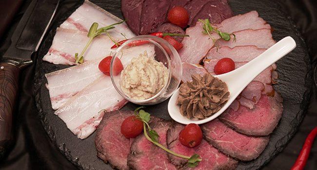 Мясные деликатесы (Ростбиф, балык с/в, оленина с/к, грудинка пряного посола, паштет из печени кролика)